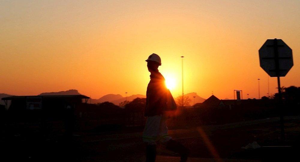 南非呂斯滕堡礦井事故造成約1800名礦工被困