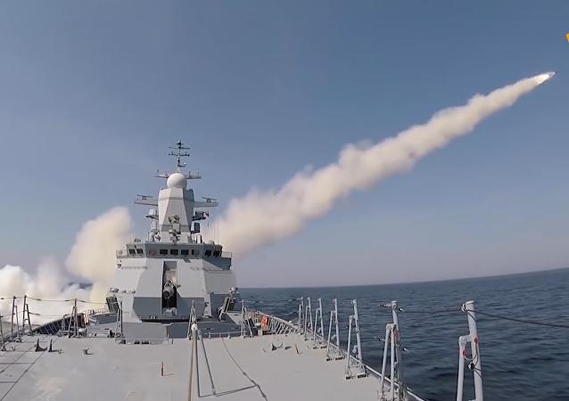 「堅強」號護衛艦演練發射「天王星」反艦導彈