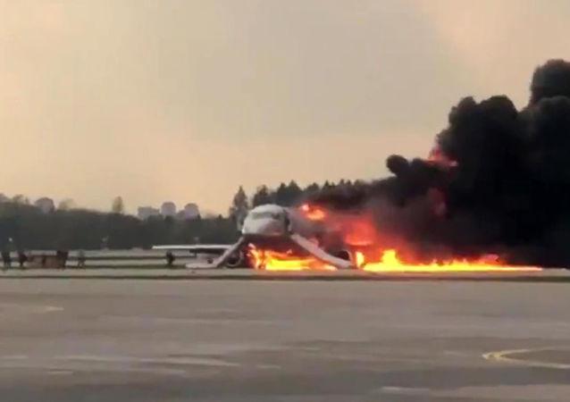 调查委员会:谢列梅捷沃飞机事故中一人死亡 四人受伤