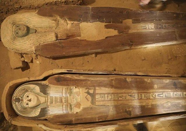埃及发现最早金字塔制造者坟墓