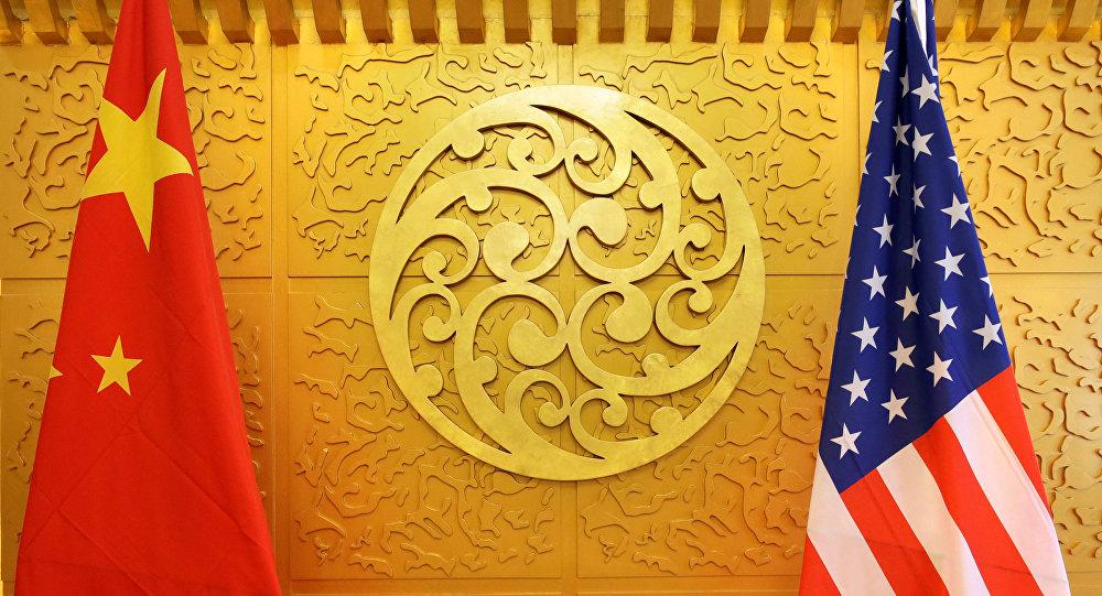Флаги КНР и США во время торговых переговоров