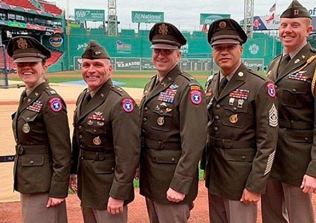 美国陆军展示了二战复古军装
