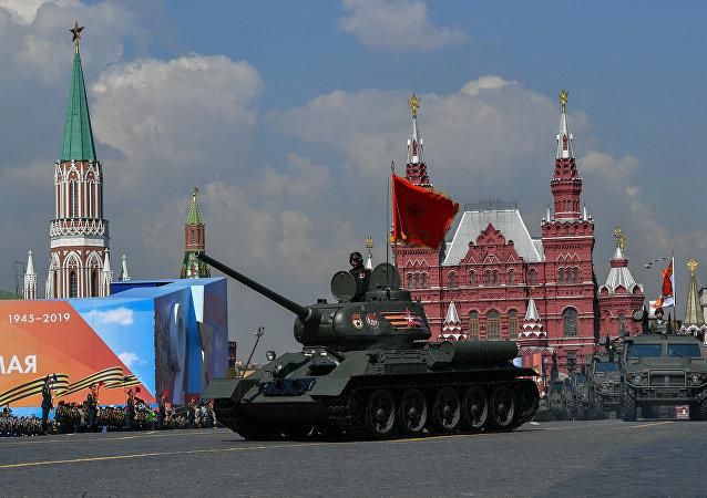 Парад Танк Т-34-85