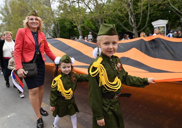 Участники акции Бессмертный полк,  посвященной 74-й годовщине Победы в Великой Отечественной войне.