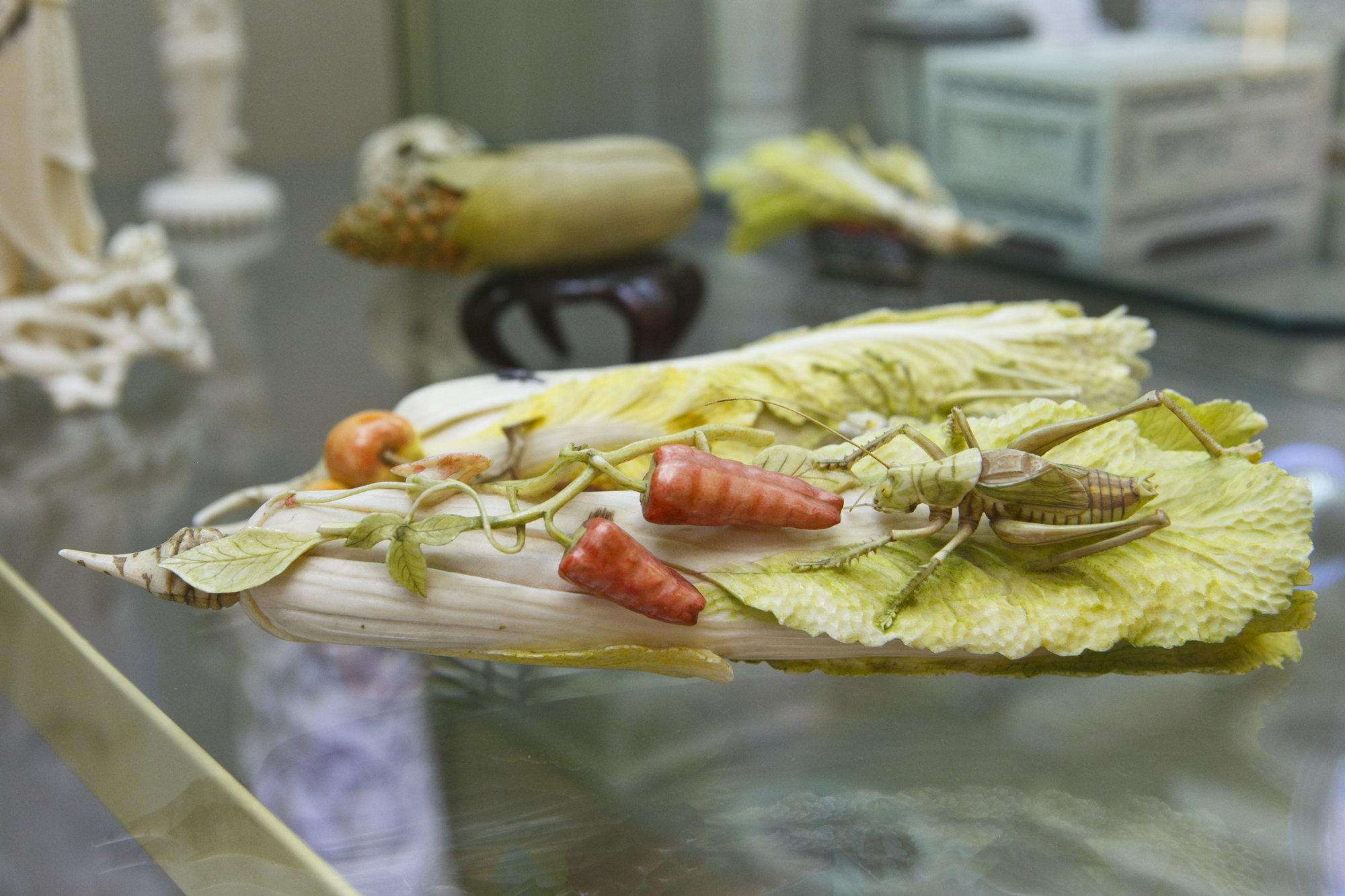白菜上的蚂蚱 -- 北京师范大学师生赠给斯大林的礼物