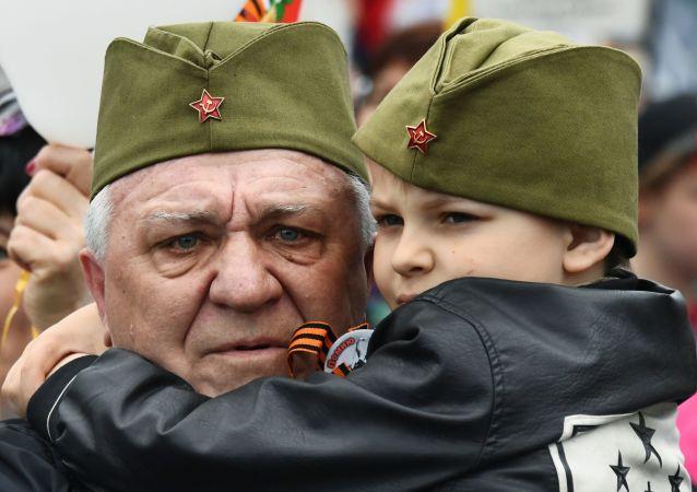符拉迪沃斯托克不朽軍團遊行活動參與者