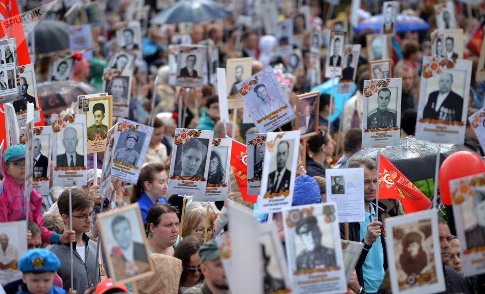 叶卡捷琳堡不朽军团游行活动参加者