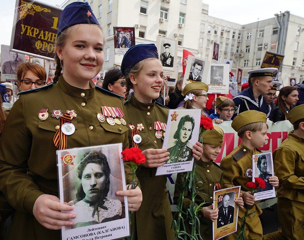 加里宁格勒不朽军团游行活动参加者