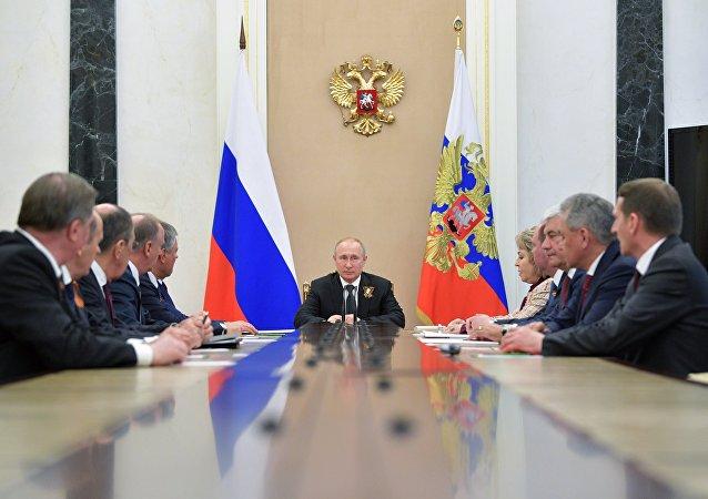 普京與俄聯邦安全會議成員討論伊朗核協議局勢
