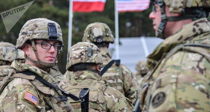美国和波兰国防部副部长讨论加强北约东翼的问题