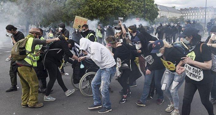 法國南特和里昂兩市發生黃馬甲與警察衝突