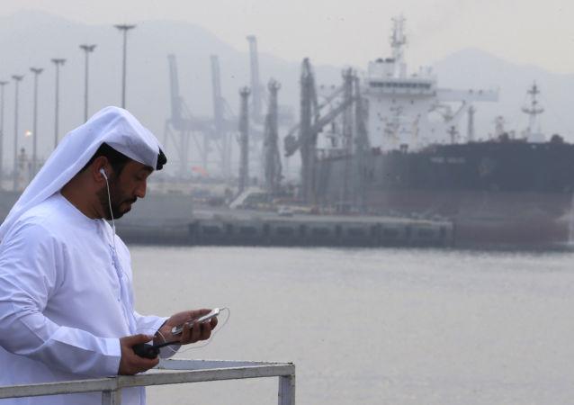 阿曼当局证实一艘油轮在阿曼湾遭到袭击