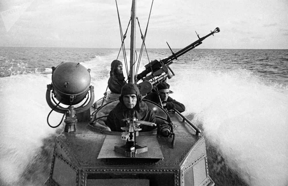 魚雷小艇的水手執行戰鬥任務。黑海艦隊。