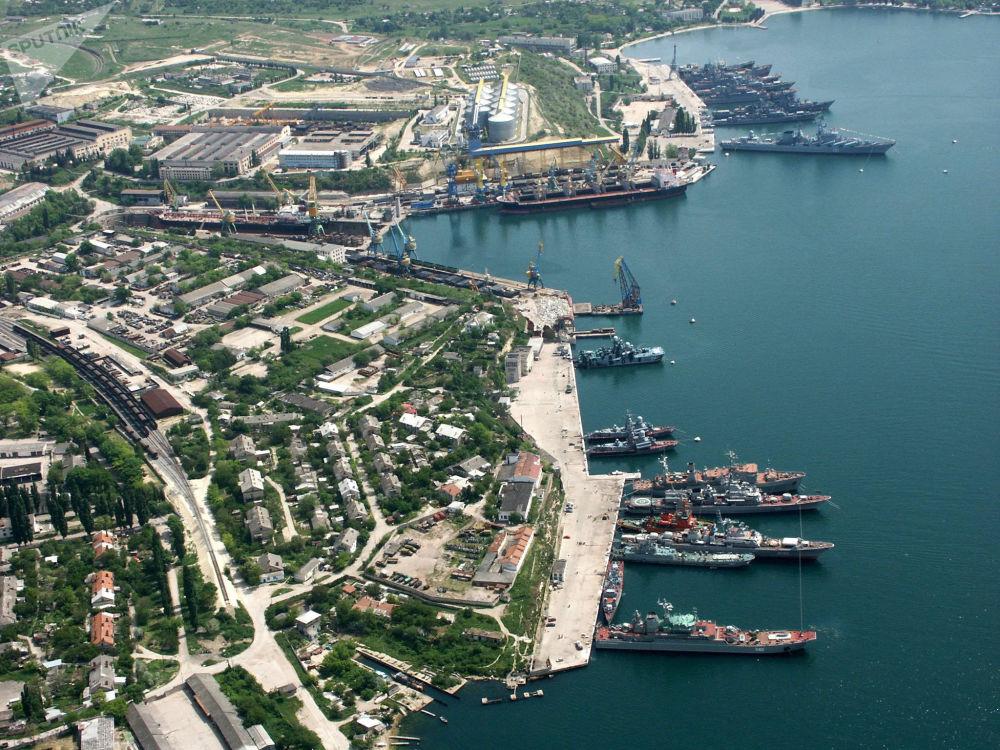 近年來,黑海艦隊積極發展壯大,俄羅斯國防部希望從根本上更新作戰隊伍,提高打擊能力。專家認為,克里米亞的回歸、美國海軍在地中海和黑海的頻繁動作以及烏克蘭的挑釁活動促使俄羅斯這樣做。