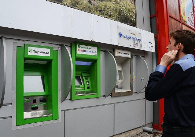 外媒:一台PrivatBank银行取款机在乌克兰被炸