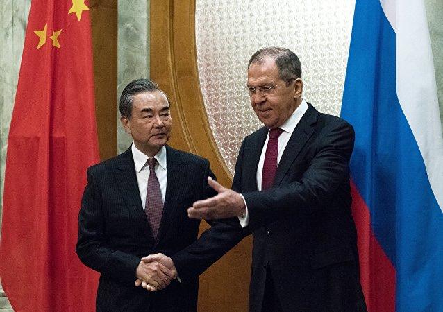 俄罗斯外长拉夫罗夫与中国外长王毅