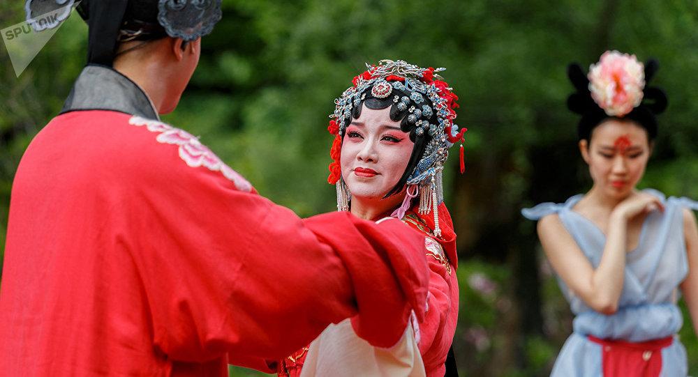 上海張軍崑曲藝術中心將在莫斯科池塘上表演
