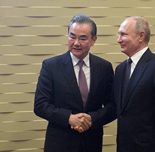 """普京:俄认为中国的""""一带一路""""倡议非常富有成效"""