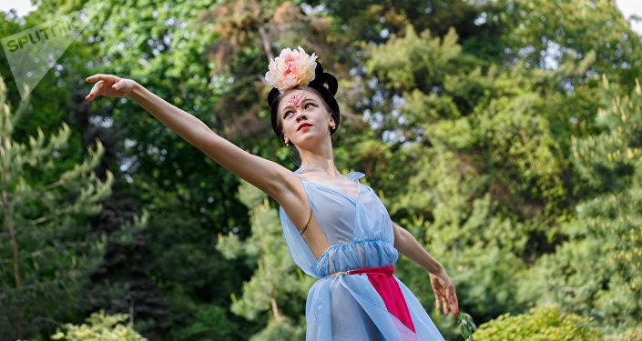 莫斯科斯坦尼斯拉夫斯基和涅米罗维奇-丹钦科音乐剧院的芭蕾舞演员阿杰尔∙纳扎罗娃说