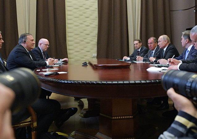 普京告诉蓬佩奥俄罗斯有意重回有关反导防御和进攻性战略武器的对话