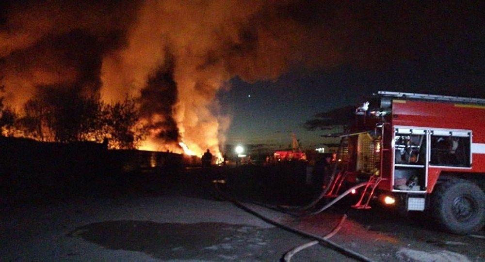 紧急情况部:列宁格勒州燃滑油仓库大火已被控制