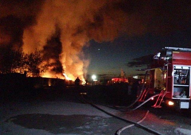 緊急情況部:列寧格勒州燃滑油倉庫大火已被控制