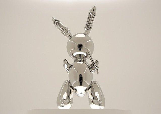 昆斯雕塑在美高价拍出 刷新在世艺术家作品纪录