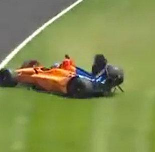 两届F1赛车冠军遭遇车祸,丢掉了三个车轮