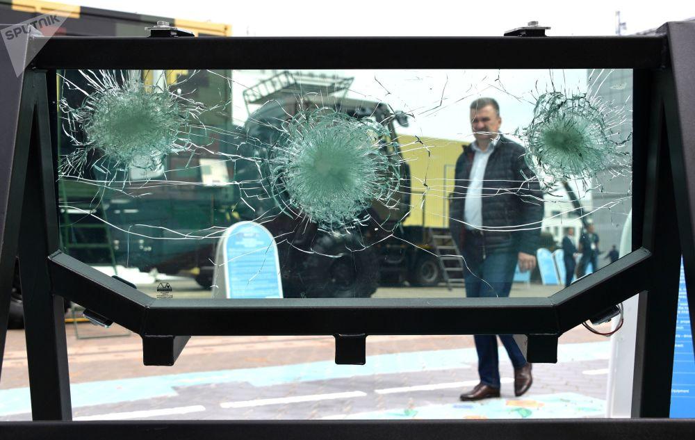 鰐魚戰車的擋風玻璃