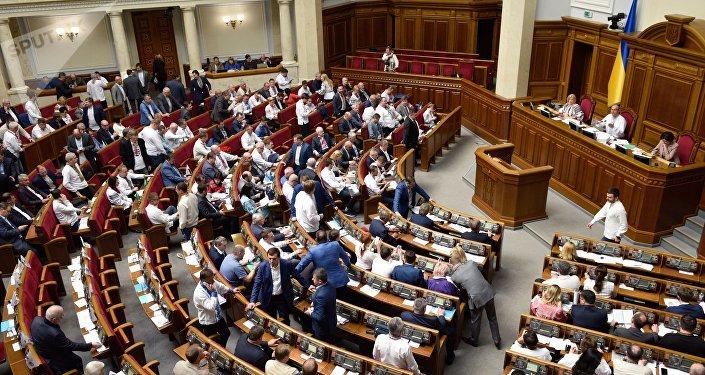 乌克兰总统顾问:乌议会所有党派商定参加提前选举