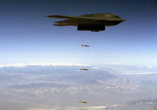 美国试爆巨型GBU-57钻地弹