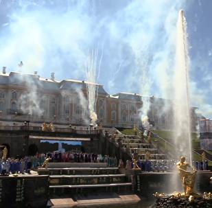 圣彼得堡夏宫喷泉节开幕仪式
