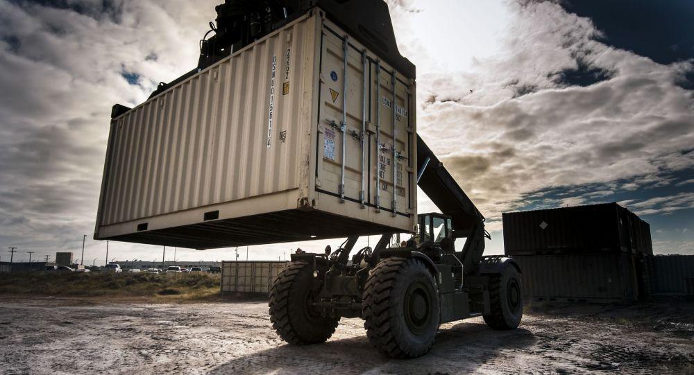 """印尼将把49个集装箱的""""洋垃圾""""退回美国和欧洲"""