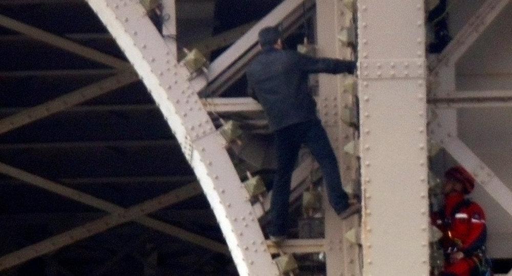 埃菲尔铁塔事件的肇事者已被送往神经病院