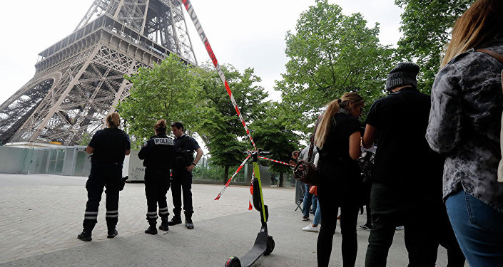 攀爬埃菲尔铁塔的男子系有自杀倾向的俄罗斯人