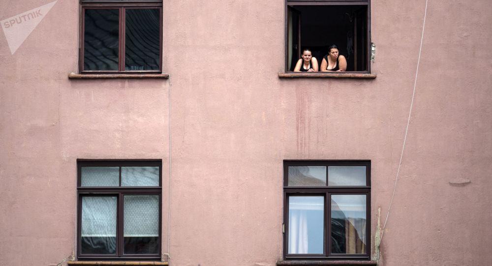 俄總統全權代表:2018年約800名兒童翻窗墜樓