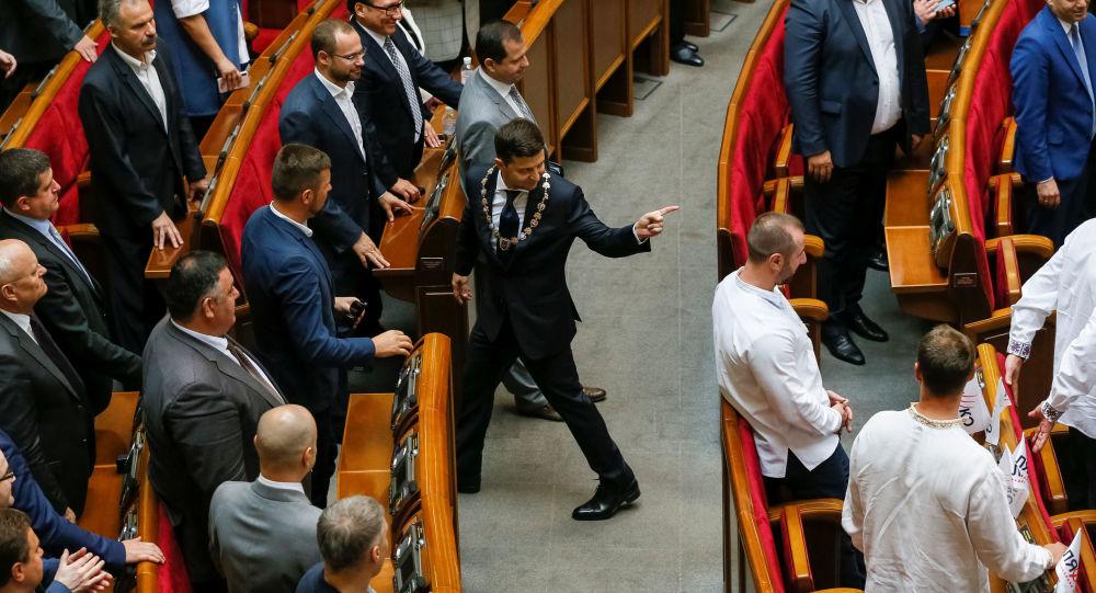 泽连斯基签署乌克兰总统令 规定在7月21日提前举行议会选举