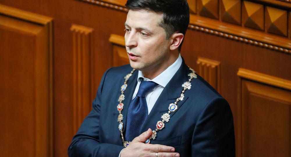 """乌克兰总统泽连斯基抱怨总统座椅""""不舒服"""""""