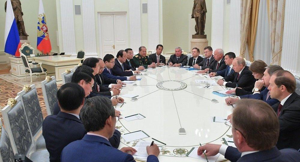 普京:俄越扩大经济、政治合作