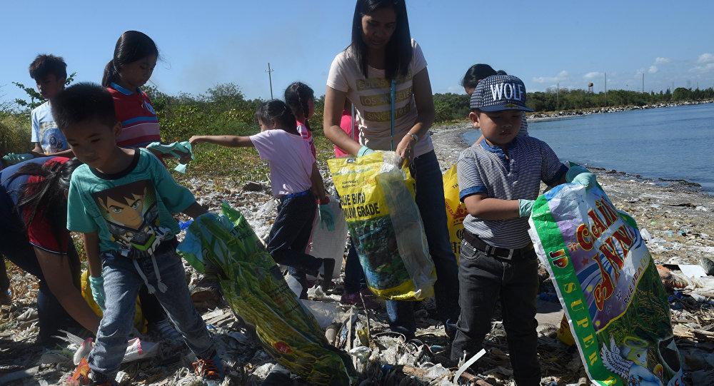 加拿大承诺将垃圾从菲律宾运回