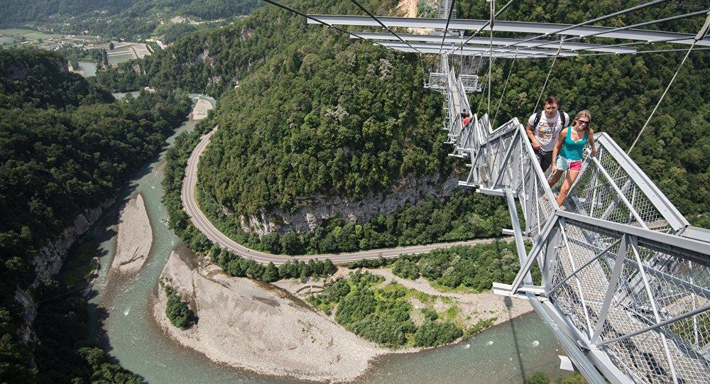 """俄罗斯索契的悬索桥""""天空之桥"""""""