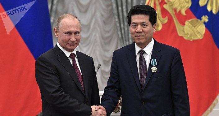 普京授予中國駐俄大使李輝友誼勳章