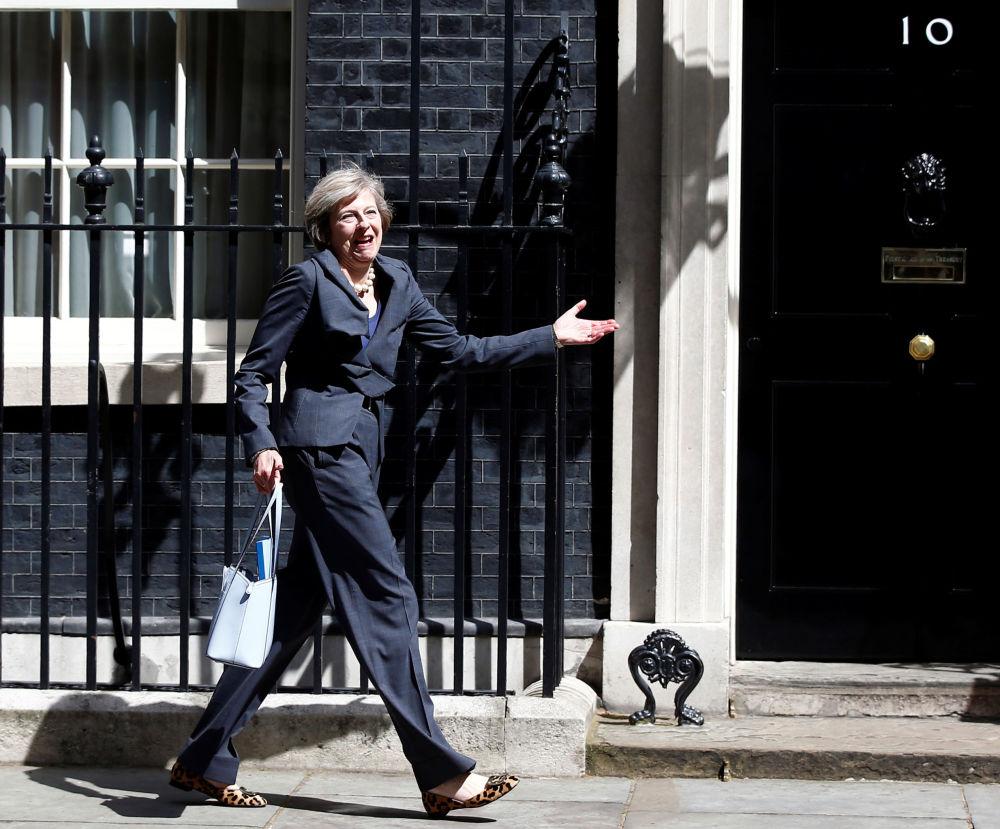 英國首相特蕾莎·梅在倫敦唐寧街10號官邸附近。