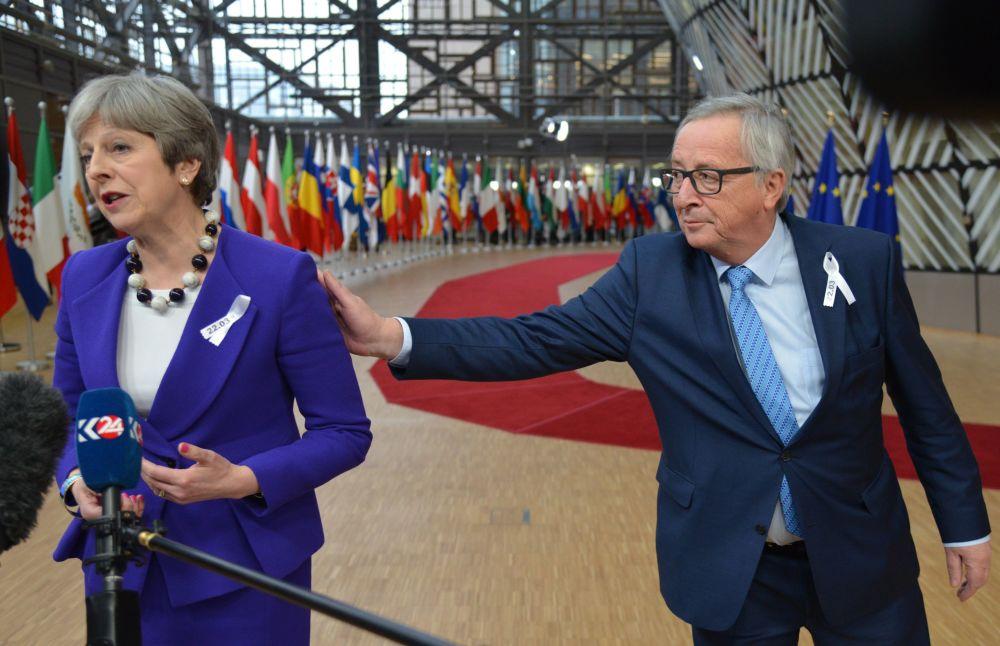 英國首相特蕾莎·梅和歐盟委員會主席讓-克洛德·容克在布魯塞爾舉行的歐盟峰會上。