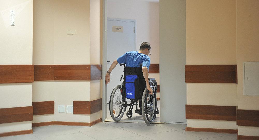 莫斯科医生让瘫痪病人重新站了起来