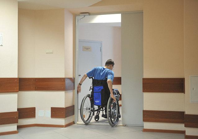 莫斯科醫生讓癱瘓病人重新站了起來