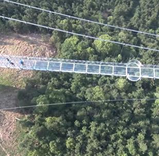 世界最长玻璃桥亮相江苏华西