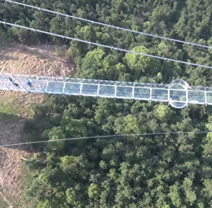 世界最長玻璃橋亮相江蘇華西