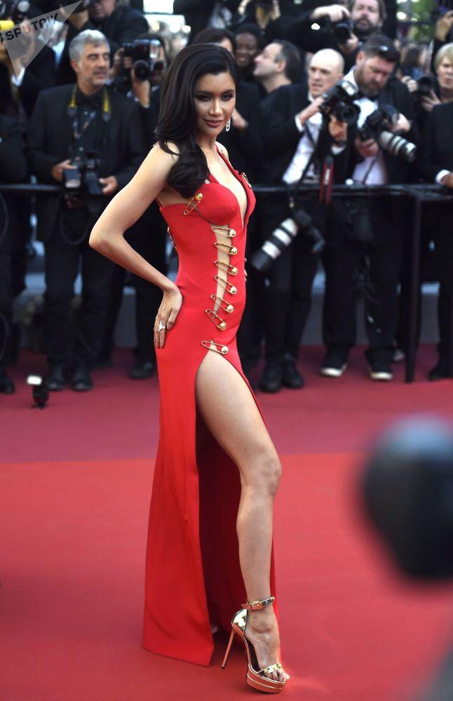 第72届戛纳电影节电影《火箭人》首映式红毯上的演员普莱雅·笋朵克麦