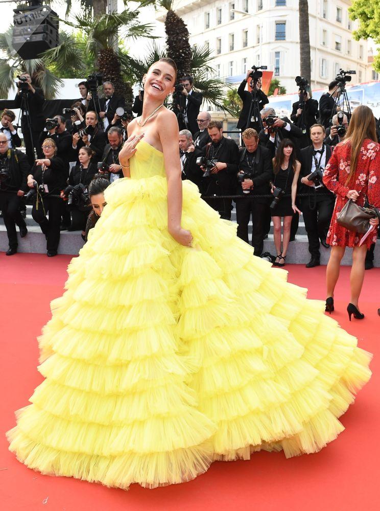 第72届戛纳国际电影节电影《我的天啊!》红毯上的模特费尔南德·丽兹